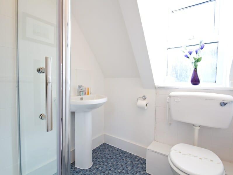 House 95 2nd Floor Shower Room